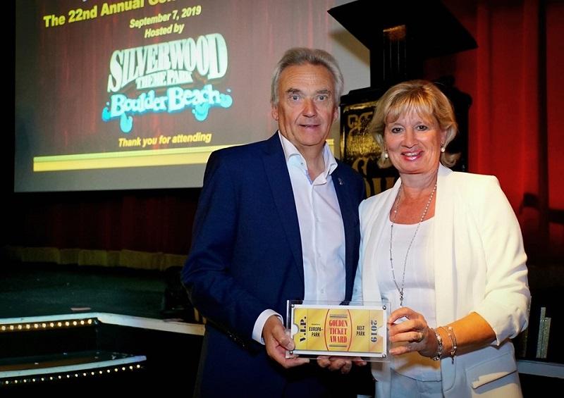 Jürgen en Mauritia Mack met de Golden Ticket Award